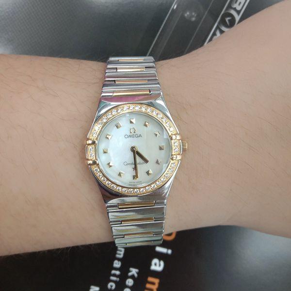 台中流當品拍賣 美品 原裝 Omega 星座 半金 鑽圈 珍珠面 石英 女錶 9成5新 喜歡價可議 ZR507